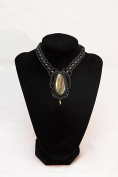 Hey, I found this really awesome Etsy listing at https://www.etsy.com/listing/562486548/macrame-baroque-necklace-labradorite