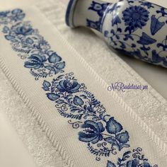 Nasıl bir güzellik, ne hoş bir mavilik 💙 @nursudetasarim'ın ellerine sağlık. #10marifet #havlu #kanaviçe #crossstitch Embroidery Flowers Pattern, Hand Embroidery Stitches, Crewel Embroidery, Flower Patterns, Cross Stitch Embroidery, Flower Designs, Cross Stitch Boards, Cross Stitch Art, Cross Stitch Samplers