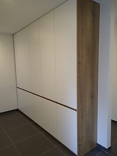 Woodbees – Houtbewerking op maat Divider, Sweet Home, Closet, Furniture, Ideas, Home Decor, Armoire, Decoration Home, House Beautiful