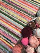 Recycled Fabric, Woven Rug, Art Supplies, Recycling, Weaving, Rugs, Knitted Rug, Types Of Rugs, Knitting
