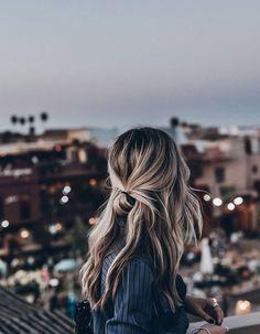 ideeen Trendfrisuren Joe, akkurater Mittelscheitel oder This particular language Reduce Perish Frisurentrends 2020 Bun Hairstyles, Pretty Hairstyles, Casual Hairstyles For Long Hair, Winter Hairstyles, Trendy Hair, Style Long Hair, Cute Lazy Hairstyles, Simple Hairstyles For School, Long Messy Hair
