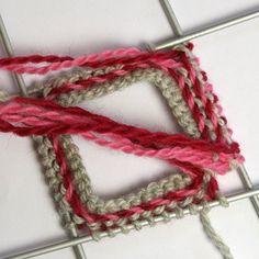 kierrereuna1 Knit Mittens, Mitten Gloves, Knitting Socks, Knitting Charts, Knitting Patterns, Yarn Over, Handicraft, Needlework, Knit Crochet