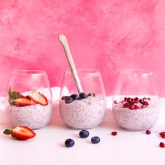 Vanilla Chia Pudding – Maybe served with watermelon, strawberry, pomegranate and rose salad, and pistachios Healthy Sweet Treats, Yummy Treats, Healthy Snacks, Healthy Recipes, Chia Pudding Almond Milk, Keto Chia Pudding, White Chia Seeds, Chia Bowl, Protein Packed Snacks
