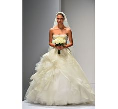 Le défilé Oscar de la Renta Bridal 2013 15 | Mariage | Vogue