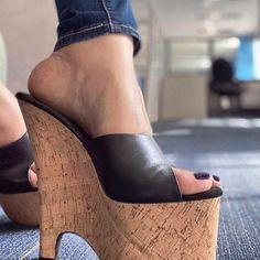 Hot High Heels, High Heel Boots, Wedge Sandals, Gorgeous Feet, Flip Flop Shoes, Sexy Toes, Shoe Art, Women's Feet, Platform Shoes