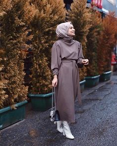 Someone wrote something abilir I don't know you work as a bridesmaid I guess an iy You can buy a Hijab Fashion Summer, Abaya Fashion, Muslim Fashion, Modest Fashion, Work Fashion, Hijab Dress, Hijab Outfit, Dress Muslimah, Muslim Girls