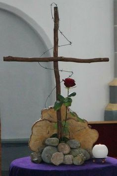 Untitled Document The Effective Pictures We Offer You About altar decorations church A quality picture can tell you many things. Altar Flowers, Church Flower Arrangements, Church Flowers, Church Altar Decorations, Diy Easter Decorations, Diy Osterschmuck, Easter Garden, Diy Ostern, Church Banners
