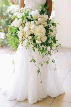 Brandon Kidd Photography | Venue: Terranea Resort | Florist & Linens: White Lilac Inc. | Dress: Monique Lhuillier