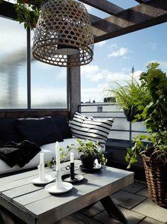 überdachte Terrasse weiß grau schwarz sehr elegant