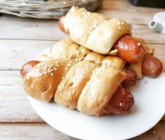 meglerfru1 – Pølsebrød - lavkarbo/glutenfri Norwegian Food, Pretzel Bites, Ketchup, Lchf, Sausage, Food And Drink, Meat, Norway, Sausages