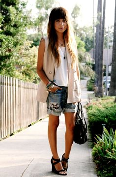 tank   sleevless vest   ripped denim= summer attire