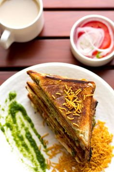 Easy Aloo Toast Sandwich Recipe - make when in a hurry, easy to make and loved by kids or adults. Serve with green chutney or tomato sauce. Kids Meals, Easy Meals, Dried Potatoes, Easy Sandwich Recipes, Toast Sandwich, Green Chutney, Soup And Salad, Street Food, Indian Food Recipes