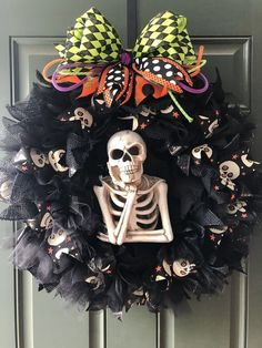 Halloween Wreath 22 Light Up Skeleton Spooky Black Burlap Glittery Tulle Skull Ribbon Happy Halloween Halloween Wreath Halloween Wre. Porche Halloween, Scary Halloween Wreath, Fröhliches Halloween, Halloween School Treats, Halloween Party Supplies, Outdoor Halloween, Diy Halloween Decorations, Holidays Halloween, Burlap Halloween