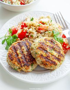 Fitburgery z indyka i kalafiora Ukrainian Recipes, Garam Masala, Tandoori Chicken, Salmon Burgers, Main Dishes, Dinner Recipes, Health Fitness, Food And Drink, Meals