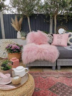 real fur thick fluffy and luxurious to create a boho vibe in your home indoors and out Blue Interiors, Dried Flowers, Interior Inspiration, Home Accessories, Online Business, Romance, Bohemian, Fur, Throw Pillows