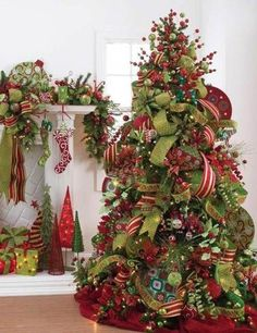 When it comes to decorating, my favourite part is the TREE. I love to create a beautiful Christmas tree. Here is the Ultimate christmas tree Inspiration! Creative Christmas Trees, Ribbon On Christmas Tree, Christmas Tree Design, Beautiful Christmas Trees, Christmas Tree Themes, Noel Christmas, Holiday Tree, Christmas Tree Decorations, Christmas Wreaths