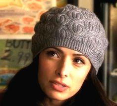 Вязание шапки с косами Вязание симпатичной шапки Fair Kate выполняется спицами узором с косами. Описание от Thelma Egberts.
