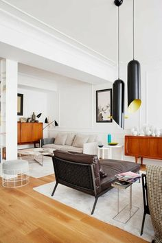 apartment with living in an eclectic style / Get started on liberating your interior design at Decoraid (decoraid.com)
