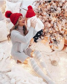 Trendy Baby First Christmas Photography Ideas Newborn Christmas Photos, Xmas Photos, Family Christmas Pictures, Winter Photos, Maternity Christmas Card, Maternity Christmas Pictures, Winter Baby Pictures, Baby Christmas Photoshoot, Christmas Portraits