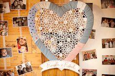Casamento feito à mão: Fotos {atrás da mesa do bolo}