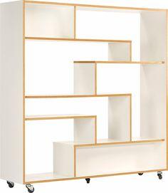 Als Raumteiler ideal: das Regal »Sten«. Es kombiniert das minimalistische Design mit aufwendiger Linienführung und wird dadurch zum Blickfang in jedem Raum.