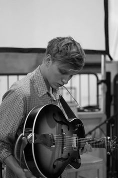 Check out George Ezra @ Iomoio George Ezra, I Just Love You, Beautiful Voice, Beautiful People, Music Covers, Best Vibrators, Soul Music, Hopeless Romantic, Good Looking Men