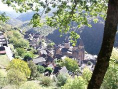 フランスのコンクにあるサントフォア教会。村自体もフランスの最も美しい村のひとつです。 ユーラシア旅行社で行く、フランスツアーでは、美しい村のコンクも訪問
