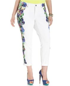 Jessica Simpson white plus sized jeans never looked so good! These white jeans with floral design on the sides is just right for Spring and summer!
