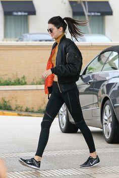 Kendall Jenner, negro y se decanta por prendas deportivas.