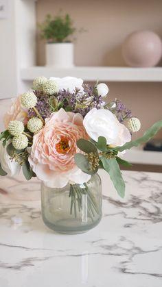Small Flower Arrangements, Christmas Flower Arrangements, Flower Vases, Fake Flowers, Amazing Flowers, Artificial Flowers, Flower Shop Design, Flower Designs, Bridal Shower Flowers