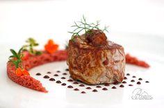 Cous Cous et filet de porc Grenade Wine Recipes, Gourmet Recipes, Cooking Recipes, Food Plating Techniques, Food Garnishes, Culinary Arts, Restaurant Recipes, International Recipes, Food Presentation