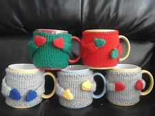 Mug Hug. Father's Day Thank you gift personalised Unique Birthday Gift Mug Cosy, Cozy with arms and moveable hand with hooks to position Love Gifts, Gifts In A Mug, Diy Gifts, Unique Gifts, Loom Knitting Patterns, Hand Knitting, Crochet Patterns, Personalized Birthday Gifts, Personalized Mugs