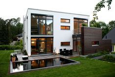 Pultdachhaus Jesteburg: studio-b2 Maison Atrium, Atrium House, Bedroom Sofa, Modern Architecture, Sweet Home, Villa, Exterior, Mansions, Studio