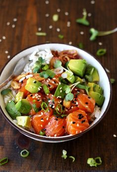Ahi Poke Bowl from Hawaii with salmon and avocado. 2 marinades (spicy mayo and s… Ahi Poke Bowl from Hawaii with salmon and avocado. 2 marinades (spicy mayo and soy) Recipe Healthy Salmon Recipes, Asian Recipes, Healthy Dinner Recipes, Tuna Recipes, Shrimp Recipes, Vegetarian Recipes, Sushi Comida, Ahi Poke, Tuna Poke