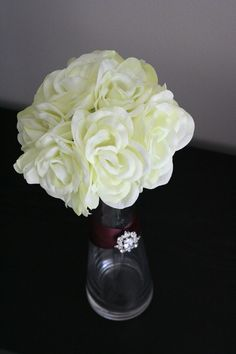 centerpiece idea, love the ribbon and pin!