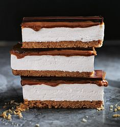 GOOEY LAYERS OF MOLTEN CHOCOLATE, OOZING ROASTED MARSHMALLOW AND CRUMBLY BISCUIT this decadent twist on the classic s'mores recipe, is a must to make on the weekend Donna Hay's s'more caramel slice what-you-need: 250g malt biscuits 125g unsalted butter, melted ½ cup (125ml) warm water 2 tablespoons gelatine powder 1½ cups (330g) caster (superfine) sugar …