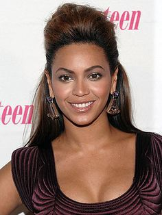 Very few celebrities have had as much of an impact on women's hairstyles as Beyonce. Come take a look and choose your favorite. Beyonce in a Pompadour Hairstyle Pulled Back Hairstyles, Quick Hairstyles, Straight Hairstyles, Natural Hair Tips, Natural Hair Styles, Natural Makeup, Hairstyle Names, Hairstyle Ideas, Hair Ideas