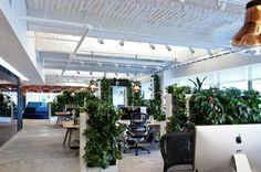 ロンドンのデザインスタジオTom Dixon社がデザインしたマッキャンエリクソン本社の「エクゼクティヴ・フロア」。以前の退屈なキュービクル(勤務用の個人スペース)空間を、スタイリッシュでオープンプランのオフィスへと変身させた。目標は、バリア