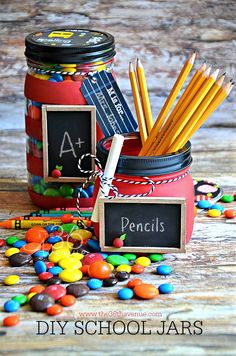 I love making handmade gifts and we love teachers, so I came up with these DIY School Mason Jars that are perfect for Teacher Appreciation Gifts. With Back to S Mason Jar Gifts, Mason Jar Diy, Diy Jars, Back To School Teacher, Back To School Gifts, School Lunch, School Stuff, Teacher Appreciation Gifts, Teacher Gifts