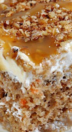 Köstliche Desserts, Delicious Desserts, Dessert Recipes, Yummy Food, Poke Cake Recipes, Poke Cakes, Layer Cakes, Mini Cakes, Cupcake Cakes