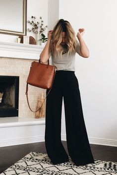 Wide Leg Trousers create curves for non curvy women Wide Pants Outfit, Trouser Outfits, Casual Outfits, Cute Outfits, Fashion Outfits, Fashionable Outfits, Work Outfits, Wide Trousers, Wide Leg Linen Pants