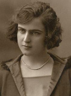 María Luisa Natera, supuesta novia de Lorca -amor adolescente, ella tenía 15 años y él, 18. Si hubo alguien en aquella época que tuviera amor por el cante de los gitanos - también hubo buenos payos cantaores - ese fue Federico.