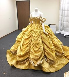 Designer Daddy Outdoes Himself With These 'Snow White' Costumes Princesses Disney Belle, Disney Princess Dresses, Princess Costumes, Disney Dresses, Belle Cosplay, Belle Costume, Pretty Dresses, Beautiful Dresses, Robes Disney