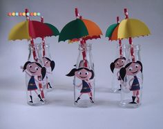 """***Garrafinhas para suco Show da Luna***    - Lindas garrafinha de vidro personalizadas com tema da festa, com capacidade 100 ml, acompanha canudo e """"guarda chuva"""".    - Fica lindo na decoração os pequenos vão amar essas lindas garrafas divertidas!    - Personalizamos em qualquer tema!    **Entre..."""