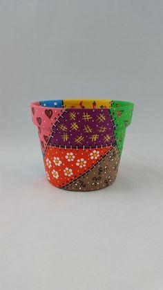 Flower Pot Art, Flower Pot Design, Clay Flower Pots, Painted Clay Pots, Painted Flower Pots, Bottle Art, Bottle Crafts, Paint Garden Pots, Decorated Flower Pots
