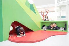 Rosan Bosch Studio designed a creative learning environment for the preschool Liceo Europa located in Zaragoza, Spain. The learning environment for the preschool Liceo Europa … Play Spaces, Learning Spaces, Learning Environments, Kid Spaces, Childcare Rooms, Early Childhood Centre, Kindergarten Design, Hospital Design, Classroom Environment