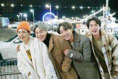 Jungkook V, Taehyung, Foto Bts, Bts Photo, Seokjin, Namjoon, Bts Christmas, Twitter Bts, Bts Beautiful