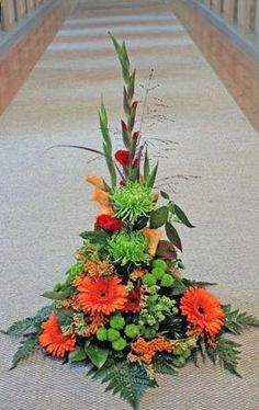 Beautiful Gladiolus Flower Arrangements For Home Decorations 42 - DecOMG Gladiolus Arrangements, Tall Floral Arrangements, Church Flower Arrangements, Funeral Arrangements, Beautiful Flower Arrangements, Flower Centerpieces, Beautiful Flowers, Grave Flowers, Altar Flowers