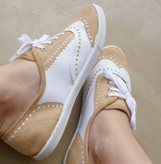 SO CUTE!  DIY oxford shoes by painting white sneakers.  So doing this...maybe in navy?