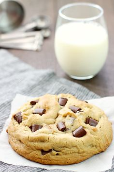 Curb that cookie craving with this Giant Peanut Butter Cookie with Chocolate Chunks! A few simple ingredients and less than 30 minutes are all that separates you from cookie bliss! Milk Cookies, Cut Out Cookies, Peanut Butter Cookies, Chocolate Cookies, Baking Recipes, Cookie Recipes, Dessert Recipes, Fall Recipes, Summer Recipes